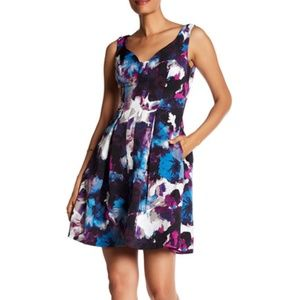 NWT Adrianna Papell V-Neck Floral Pleated Dress